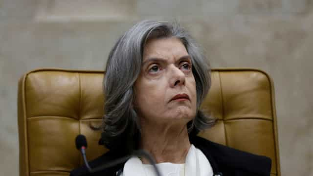 Cármen Lúcia concede liminar suspendendo ações em universidades