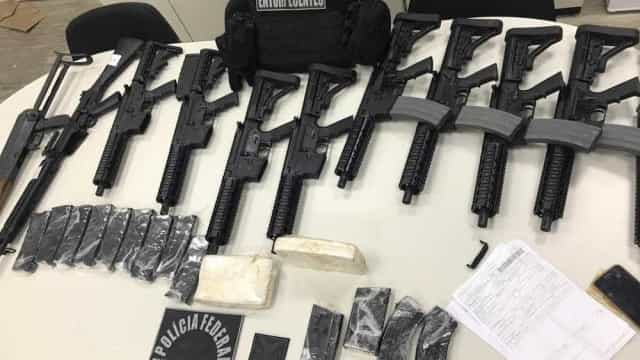 Suspeito de enviar 11 fuzis por avião se apresenta à Polícia Federal