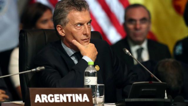 Macri diz que Argentina passa por mudanças com humildade