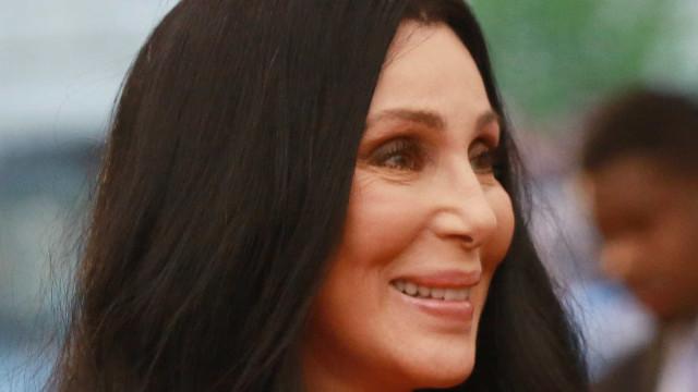'Espero que ambos acabem na prisão', diz Cher sobre Bolsonaro e Trump