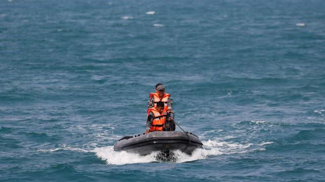 Mergulhador morre em buscas por avião na Indonésia