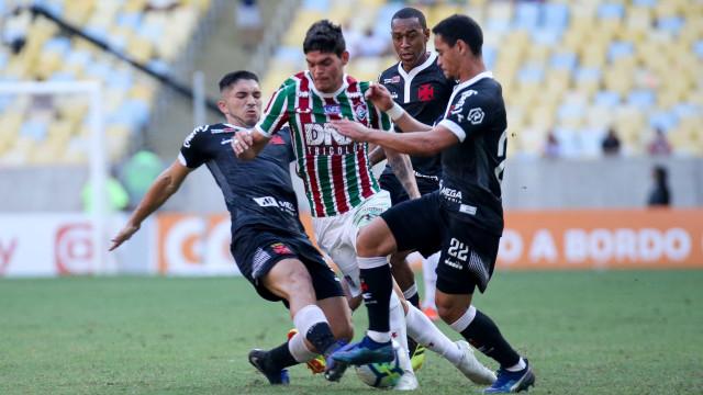 Vasco vence o Flu no Maracanã e se afasta do Z-4 do Brasileirão