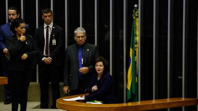 Dodge diz que Constituição repudia discriminação; Bolsonaro não aplaude