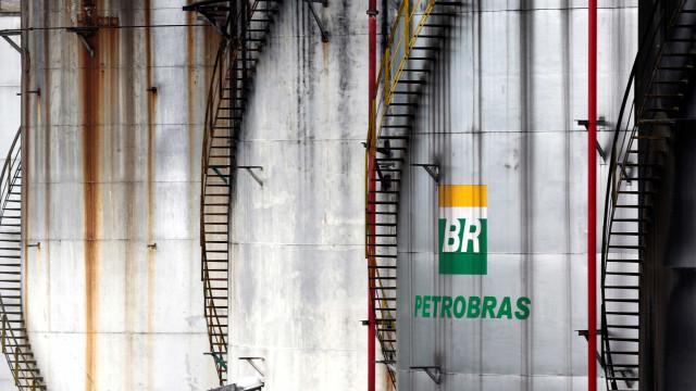 Emperrada, venda de refinarias da Petrobras ficará para Bolsonaro