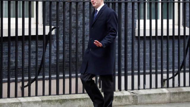 Ministro britânico renuncia ao cargo por discordar de Brexit