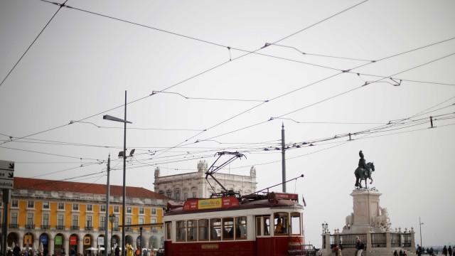 Famoso ponto turístico de Lisboa é evacuado após caixa suspeita