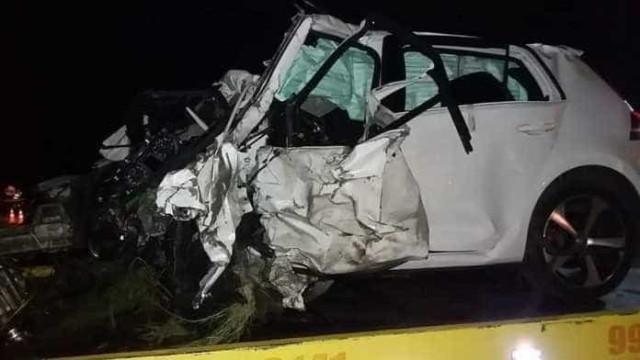 Carros batem, caem em ribanceira e deixam quatro mortos em Itajobi