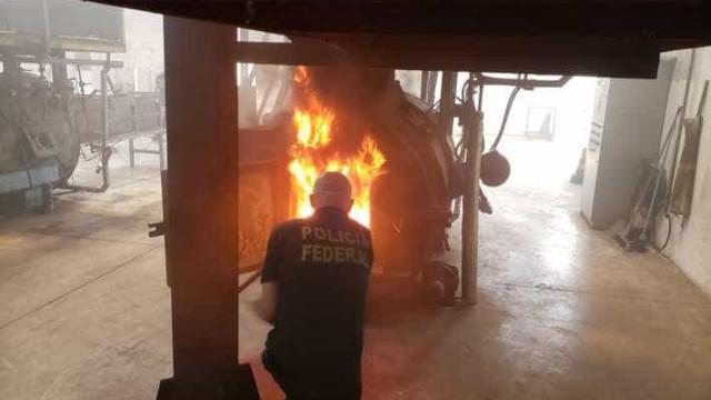 PF põe fogo em meia tonelada de cocaína, ecstasy e maconha em Natal