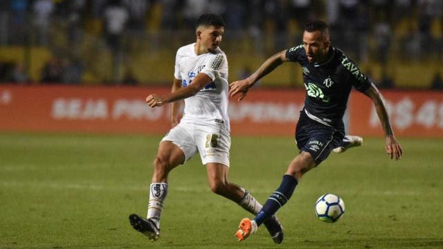 Santos cai para Chape e perde chance de entrar na zona da Libertadores