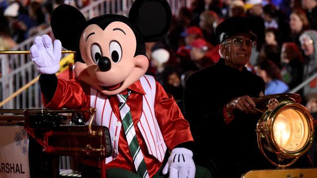 Disney vai doar US$ 5 por cada foto postada com orelhas do Mickey