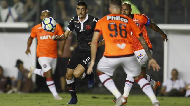 Vasco cede empate ao Atlético-PR nos acréscimo e segue em apuros