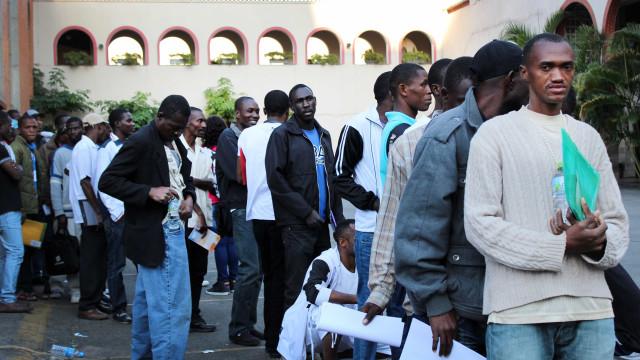 Mais de 2 mil refugiados haitianos recebem autorização de residência