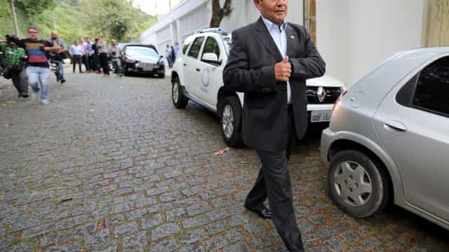Mourão não registrou uso de avião na prestação de contas ao TSE