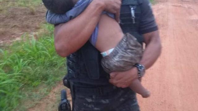 Pai que abandonou filhos de 1 e 3 anos em mata é autuado por abandono