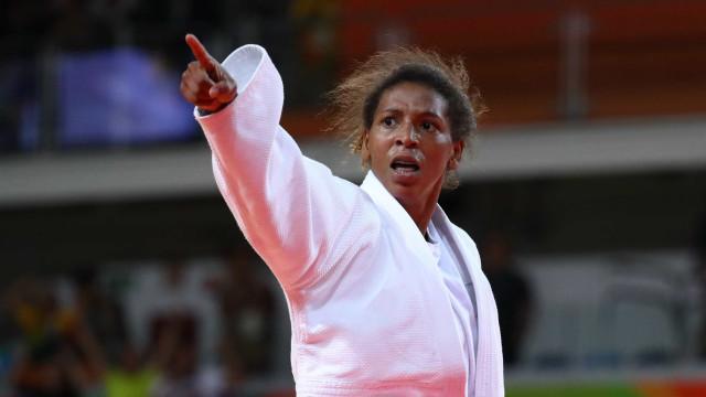 Rafaela Silva cai e Brasil fica sem medalhas no Grand Slam de judô