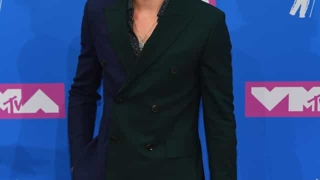 Shawn Mendes confirma caso com mulher de Bieber e diz gostar de maconha