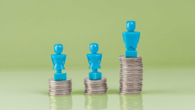 Diferença salarial entre mulheres e homens aumenta após 23 anos