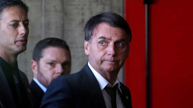 Médicos: quadro de Bolsonaro é normal e adiar cirurgia indica prudência