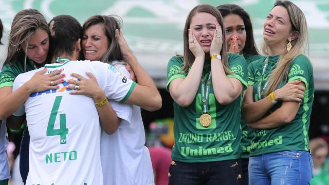 Famílias de vítimas do voo da Chape recorrem na Bolívia, Colômbia e EUA