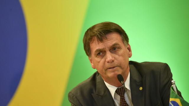 Bolsonaro diz que general da reserva pode assumir a Secom