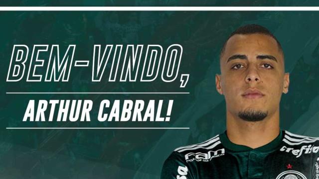 Palmeiras anuncia contratação do centroavante Arthur por cinco anos