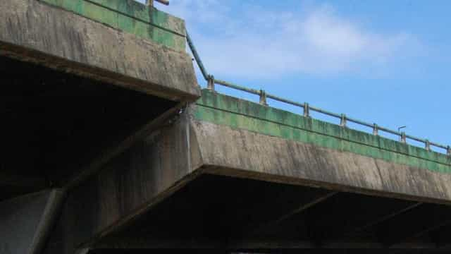 Macacos hidráulicos levantam viaduto que cedeu em São Paulo