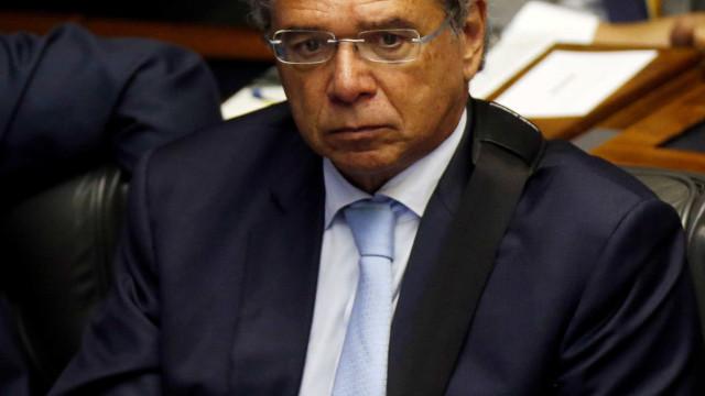 Paulo Guedes cancela ida a Europa por motivos de saúde