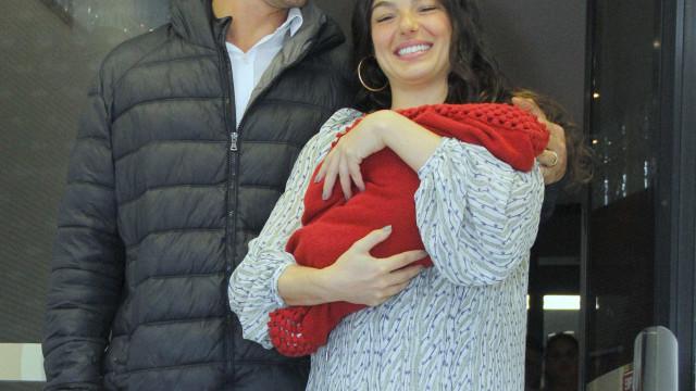 Isis Valverde volta a malhar 15 dias após dar à luz