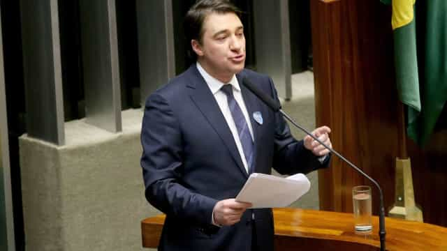 Câmara vai estudar reajuste do salário de congressistas, diz deputado