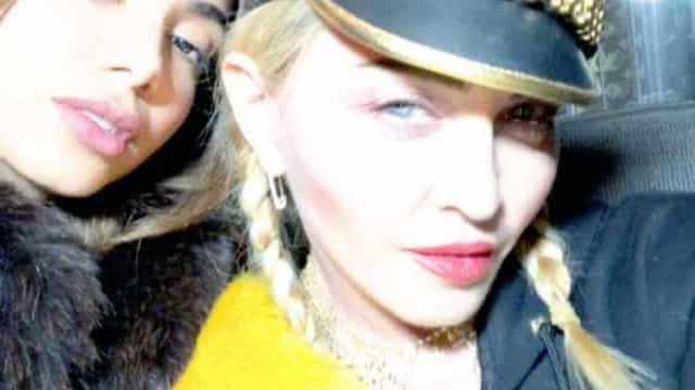 Anitta posa ao lado de Madonna e leva fãs à loucura