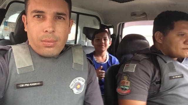 Menino perde ônibus, pega carona com PMs e assusta a mãe em SP