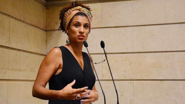 Na Assembleia do Rio, familiares recebem medalha em nome de Marielle