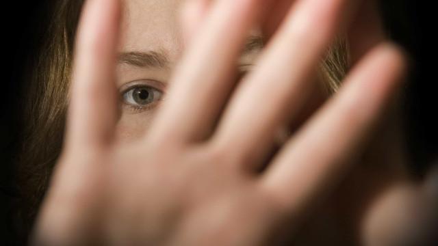 Câmera flagra ação de suspeito de estuprar garota de 14 anos