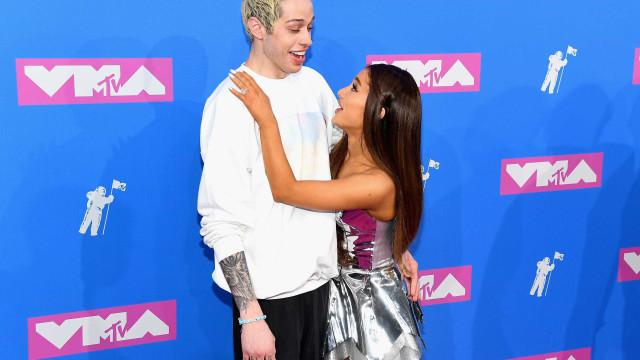 Ariana Grande vai ao encontro do ex-noivo após mensagem suicida