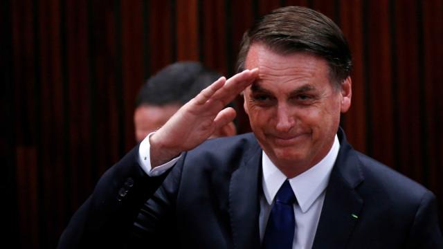Bolsonaro inaugura colégio militar que leva nome de seu pai
