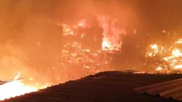 Incêndio de grandes proporções afeta cerca de 600 casas em Manaus