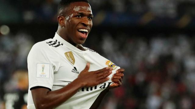 Vinicius Junior celebra título mundial pelo Real Madrid