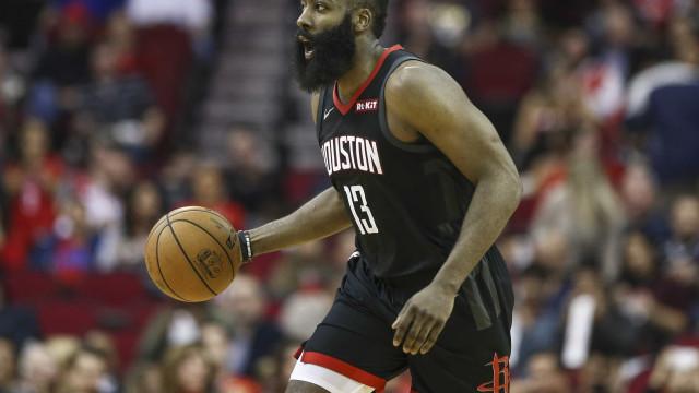 Rockets bate o Spurs e assume a liderança de divisão na NBA