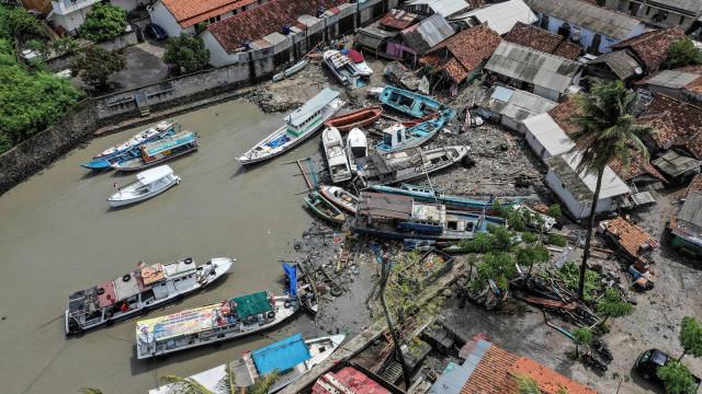 Passa de 400 número de mortos em tsunami na Indonesia
