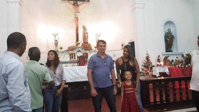 Bolsonaro participa de missa e lanche na base da Marinha no Rio