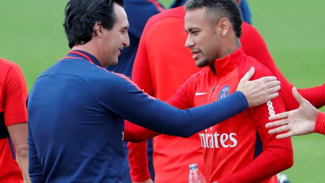 Ex-técnico de Neymar no PSG diz que atacante 'não precisa de conselhos'