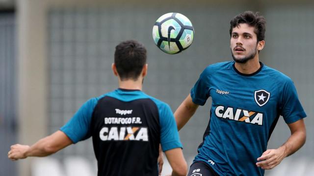 Atlético-MG oferece R$ 15 mi mais zagueiro em cartada final por Rabello