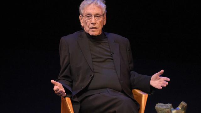 Escritor Amos Oz morre em Israel, aos 79 anos
