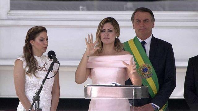 Michelle Bolsonaro faz agradecimento em libras durante posse