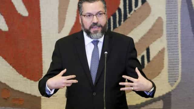 Novo chanceler cita Renato Russo, Raul Seixas e novela em discurso