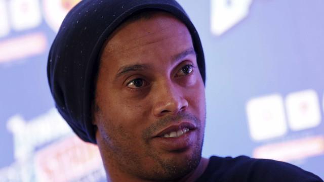 Com passaporte retido, Ronaldinho se ausenta de evento em Dubai