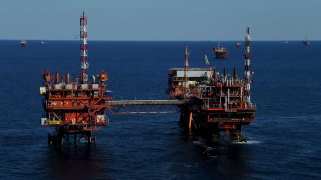 Produção de petróleo e gás cai 2,3% em novembro