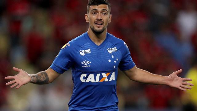 Cruzeiro se irrita, rejeita proposta do Fla e vai multar Arrascaeta