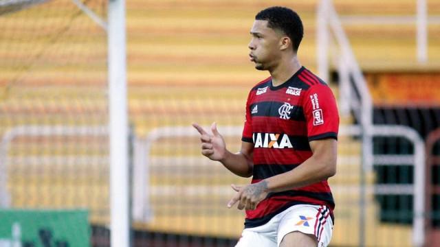 Joia do Flamengo é convocado por Abel e deixa a Copinha