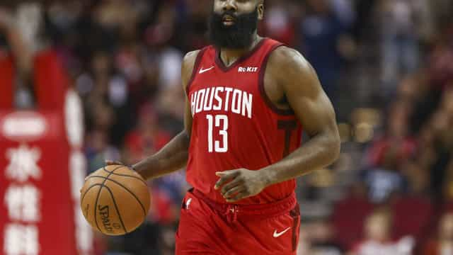 Harden brilha e Rockets derrota Warriors na prorrogação na NBA